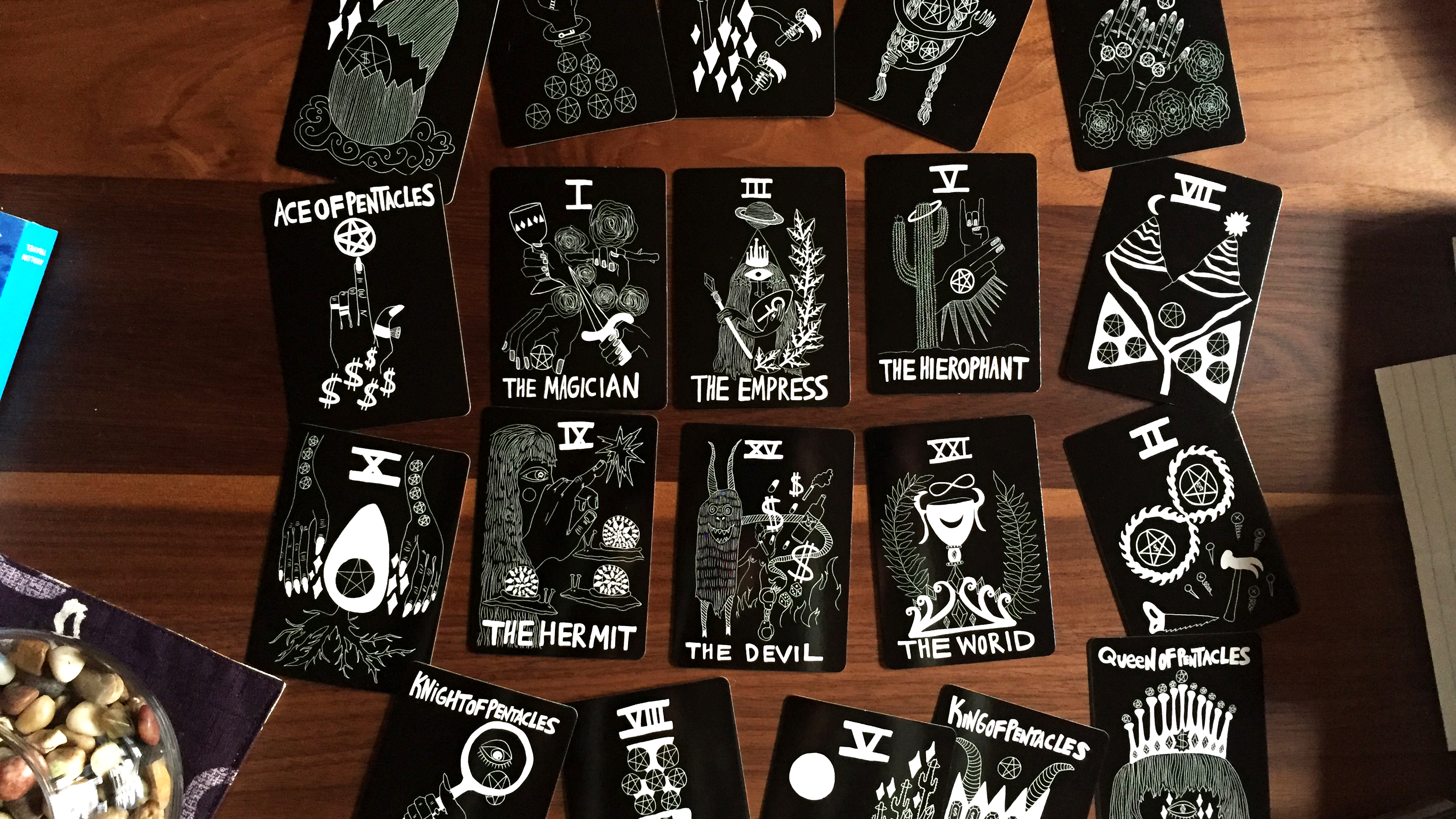Earth cards showing major arcana Magician, Empress, Hierophant, Hermit, Devil, and World